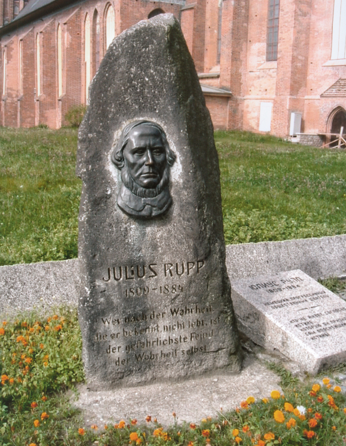 Commemorative stone for Julius Rupp in Königsberg with a bronze relief reproduced by Harald Haacke, 1991, today located near the cathedral in modern-day Kaliningrad, Kollwitz estate © Käthe Kollwitz Museum Köln