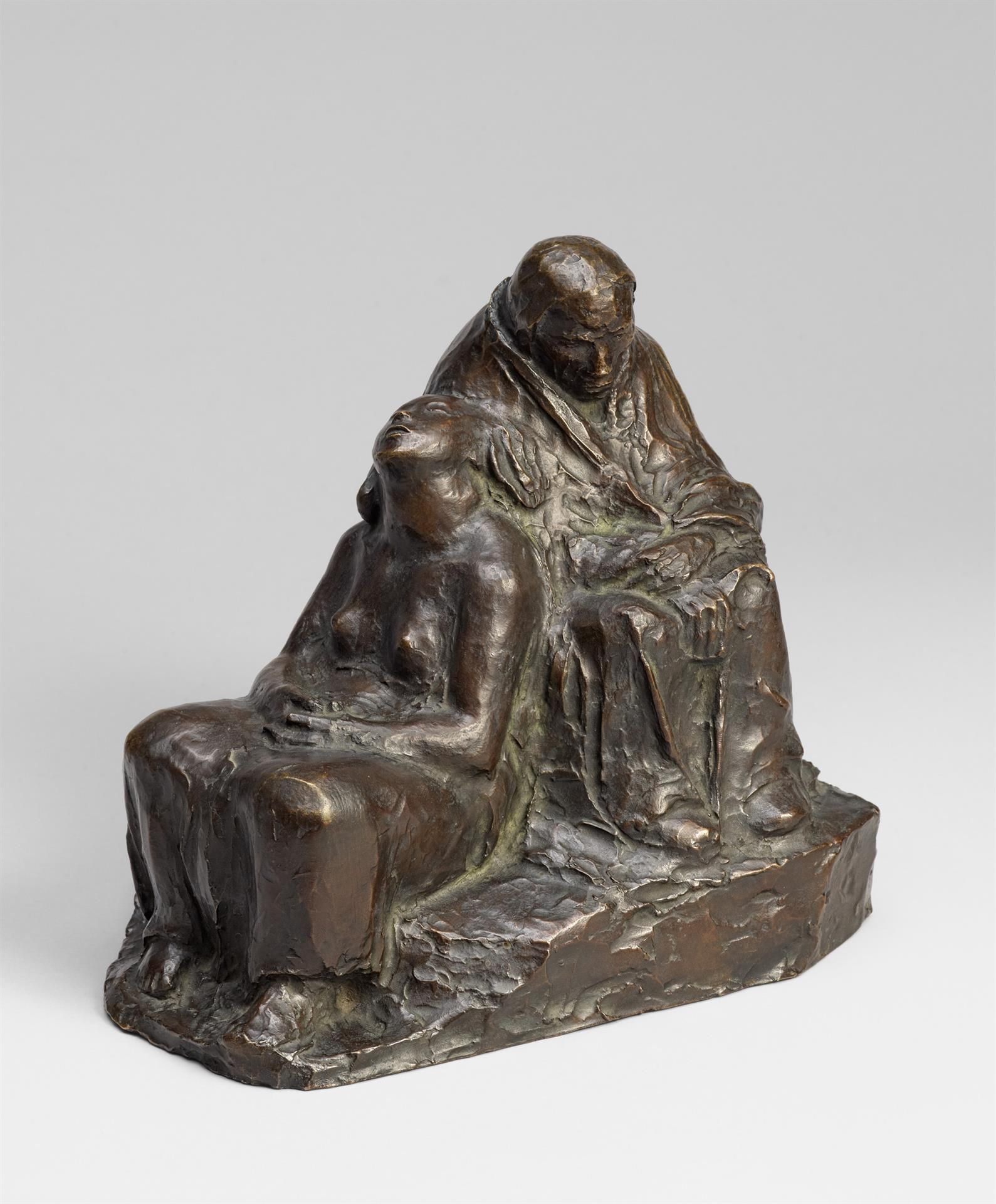 Käthe Kollwitz, Two Soldiers' Wives, waiting, 1941-1943, bronze, Seeler 43 I.B.1., Cologne Kollwitz Collection © Käthe Kollwitz Museum Köln